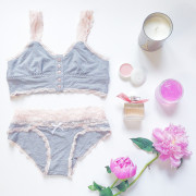 Lingerie-Flat-Lay-Styling #SavetheUndies