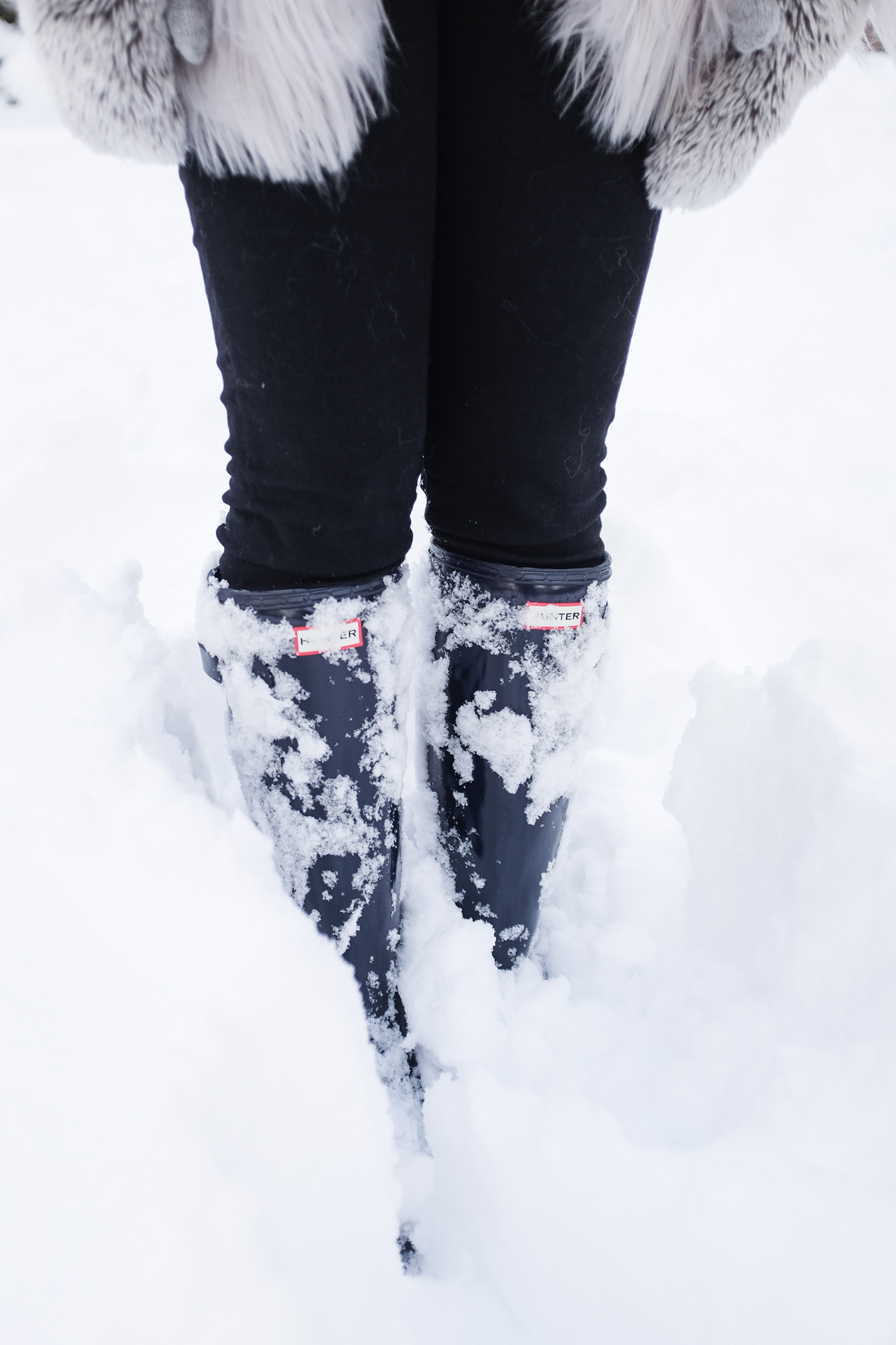 navy hunter tour boots in snow