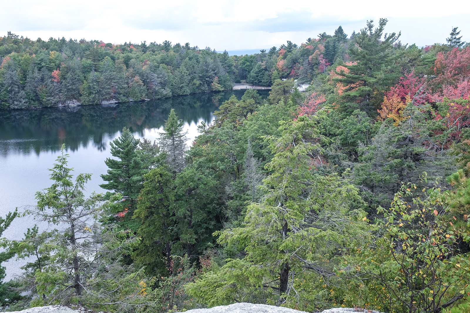 Hiking Lake Minnewaska